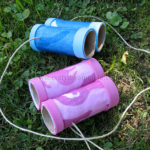 Binoculares hechos con tubos de carton reciclado