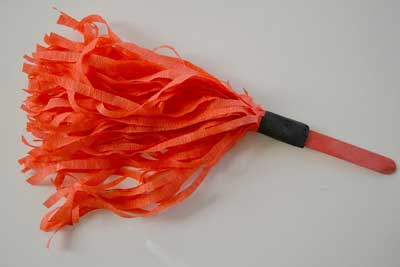 Como hacer pompones de porristas con papel crepe - Como se hacen los pompones ...