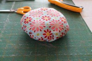 Como hacer un alfiletero con forma de cupcake (5)