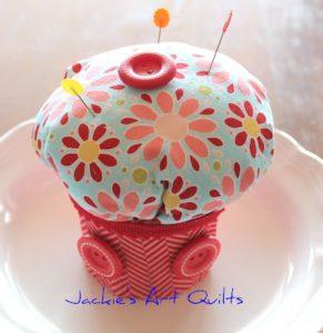 Como hacer un alfiletero con forma de cupcake (6)