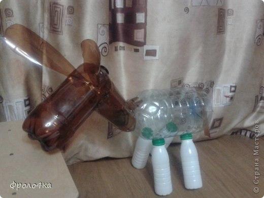 Como hacer un burro con botellas de plastico recicladas (2)