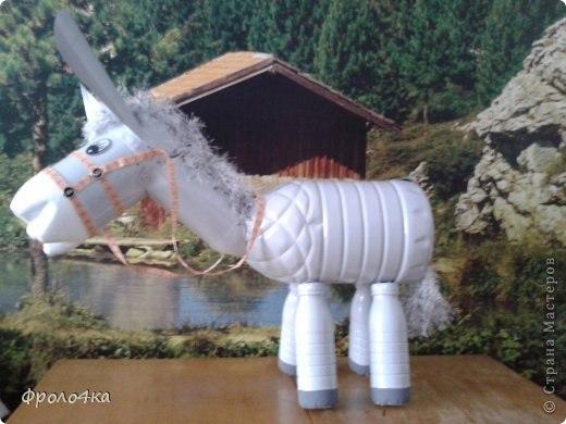 Como hacer un burro con botellas de plastico recicladas (4)