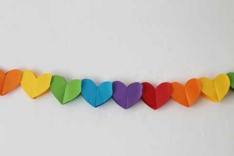 como hacer una guirnalda con corazones de papel - Como Hacer Una Guirnalda