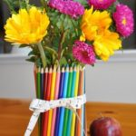 Florero hecho con lapices de colores
