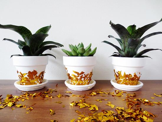 Como decorar macetas con confeti dorado - Como decorar macetas de barro ...