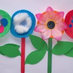 Como hacer flores con envolturas de cupcake y palitos