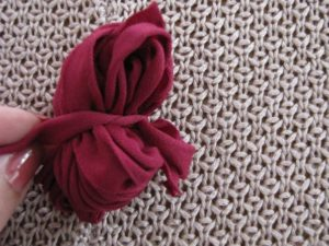 Como hacer un pompon de tela paso a paso (4)