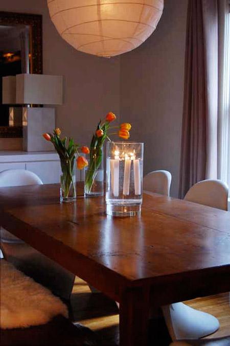 Centro de mesa con velas flotantes con pocos materiales y muy sencillo