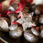 adornos de navidad con papel periódico